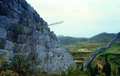 石屏山,位于贵州省镇远县舞阳镇舞阳河东侧,属祁连山系,重岩叠障