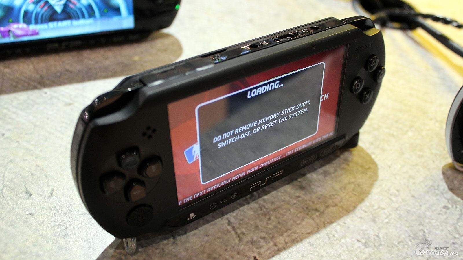 2011德国科隆游戏展上的新psp-psp e1000 此为索尼psp(playstation